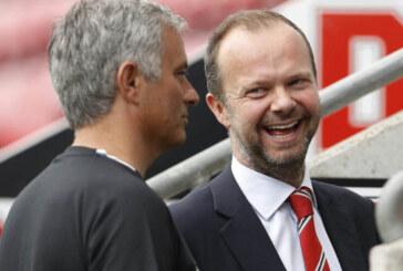 Manchester United breaks British record
